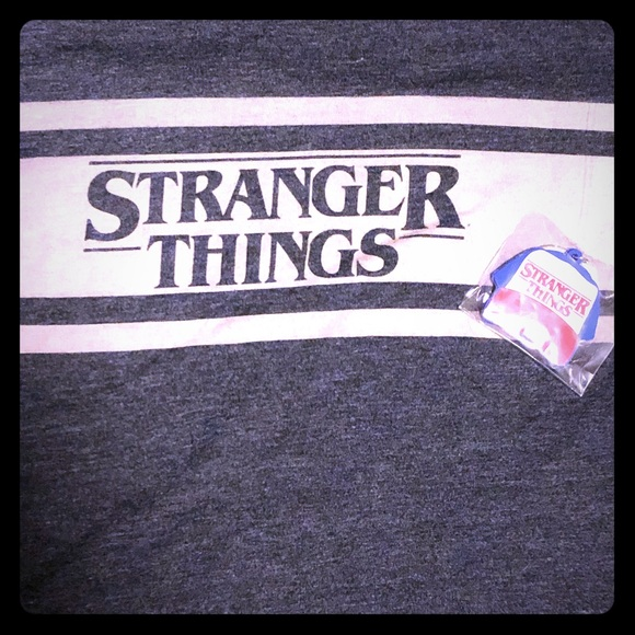 Stranger Things Tops - STRANGER THINGS t-shirt + key chain L